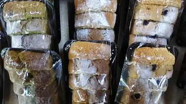 抹茶入りケーキ、アン入りケーキ、アーモンドケーキ、ブルーベリーケーキ